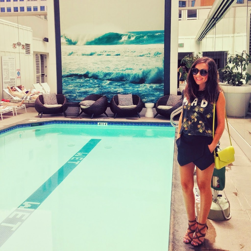 Blogger Nihan showing her black and green fun summer brunch outfit by the pool at the W Hotel in San Diego