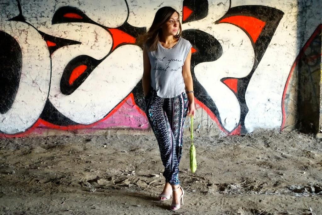 Street style harem pants look in San Diego