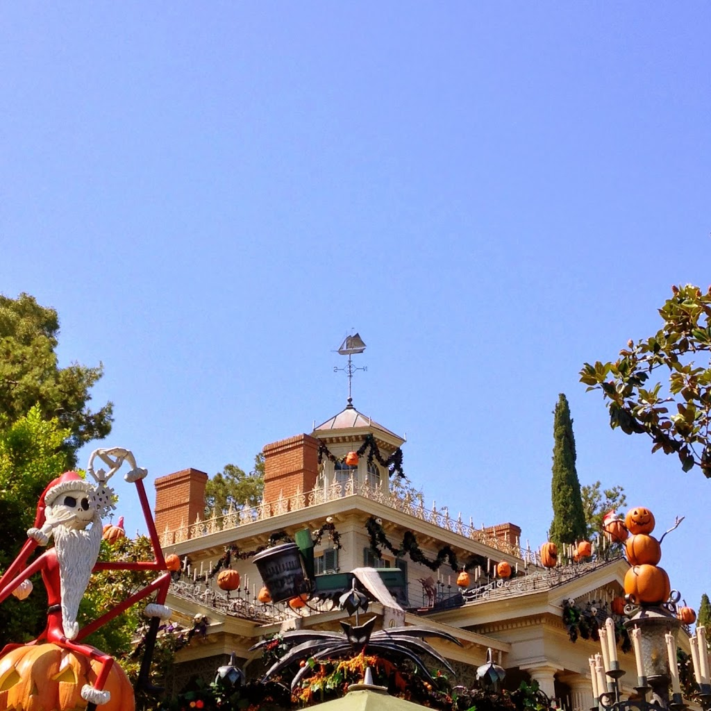 haunted mansion decorated for halloween for disneyland halloween time