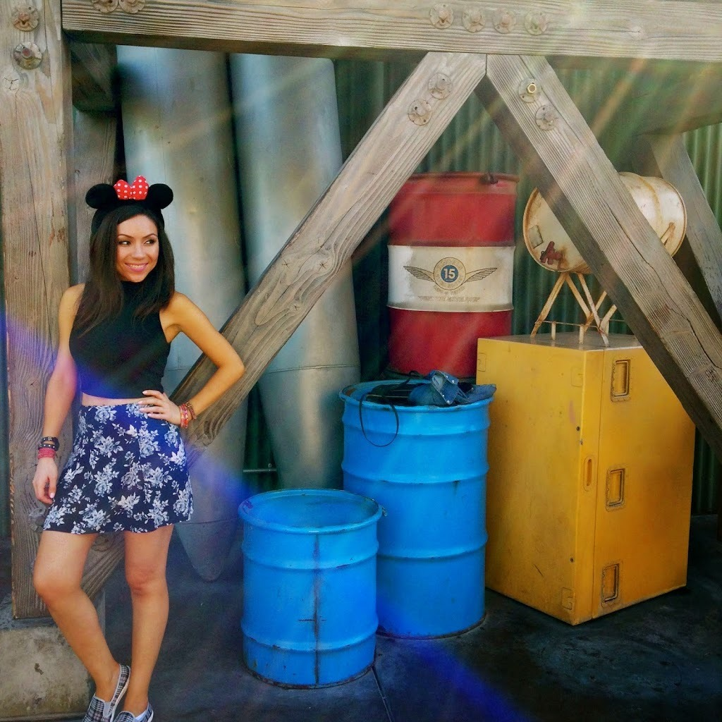 Blogger Nihan Gorkem showing her outfit of the day in Disneyland during Halloween Time 2014
