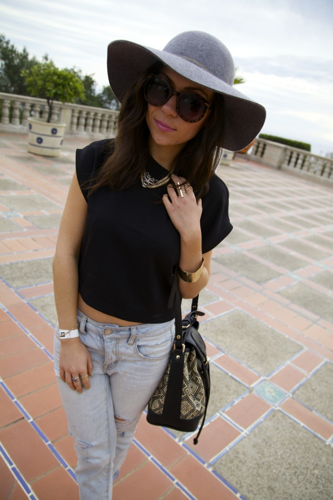 Blogger Nihan posing and showing her outfit while visiting Hearst Castle