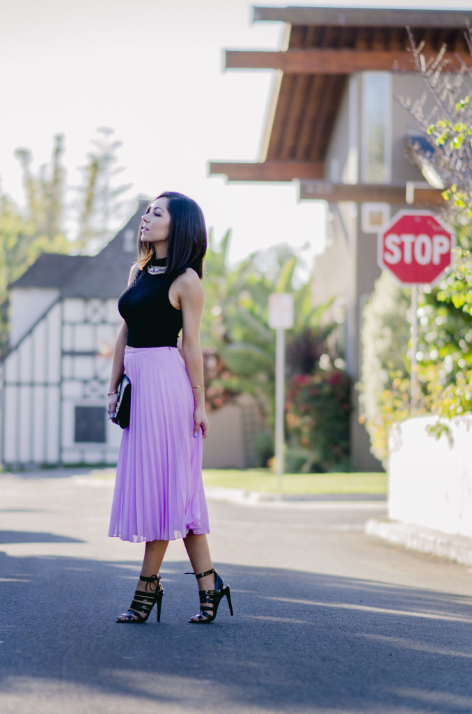 Style with Nihan wearing romantic pink maxi skirt black top and black Topshop high heels | Pink Valentine