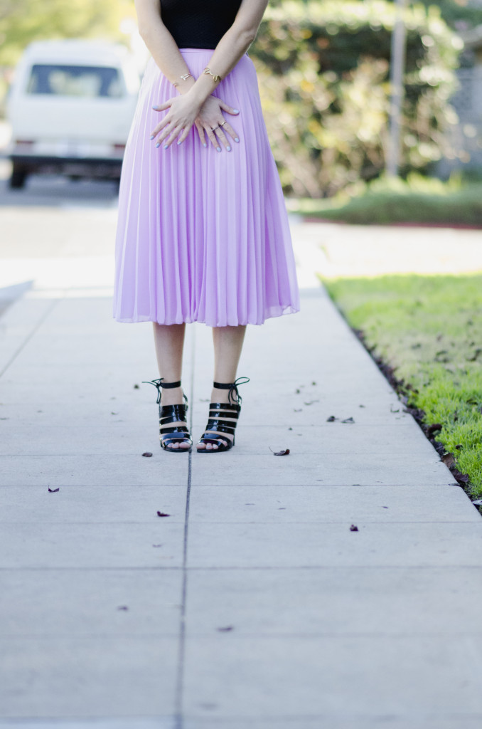 Style with Nihan wearing romantic Asos pleated pink maxi skirt, Zara Urban Outfitters and H&M | Pink Valentine