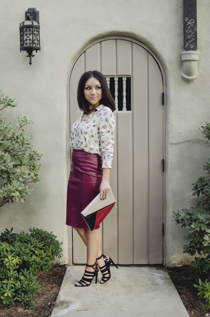 Blogger Nihan Gorkem standing in front a cute vintage door and posing, wearing a Zara owly shirt, Asos leather skirt, black strappy Topshop high-heels  and Lulu's oversized navy coat and Asos color block clutch