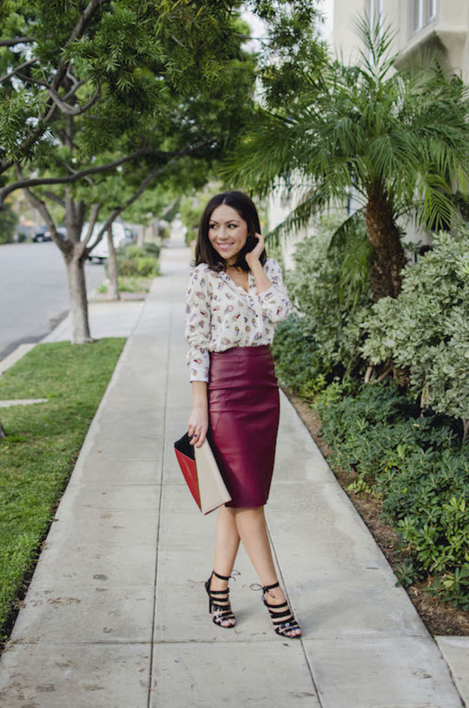 Blogger Nihan Gorkem standing and posing, wearing a Zara owly shirt, Asos leather skirt, black strappy Topshop high-heels  and Asos colorblock clutch