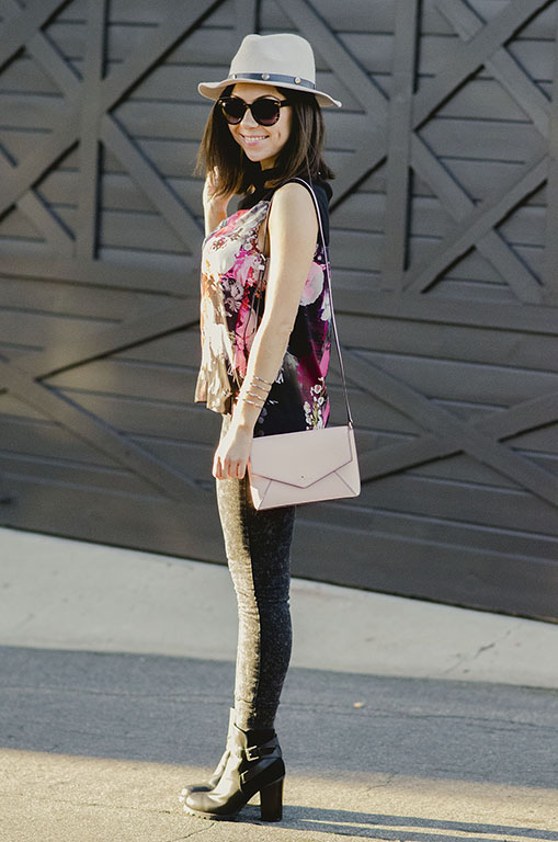 Blogger Nihan wearing Asos pink floral top, Kate Spade pink purse and Nordstrom Panama hat