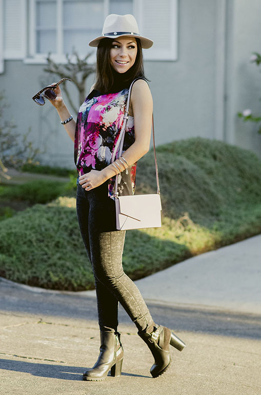 Blogger Nihan wearing Asos pink floral top, H&M black skinny jeans and pink Kate Spade bag