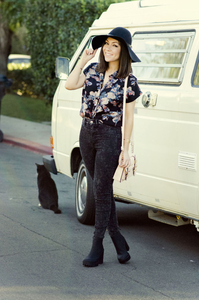 Blogger Nihan wearing ASOS floral shirt, a floppy hat, jeans, boots and River Island