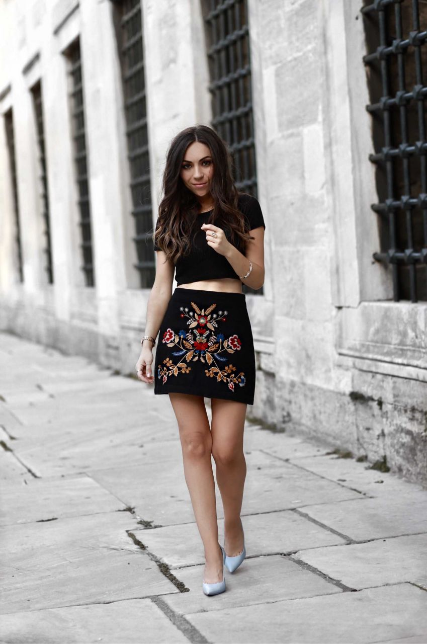 Style Blogger Nihan wearing Topshop Floral Embroidered Skirt in Istanbul