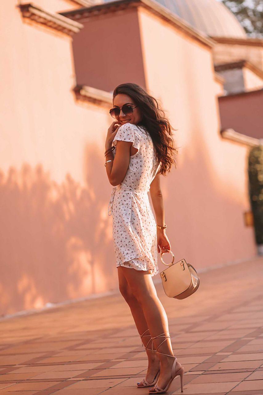 The Ultimate Piece for Looking Feminine and Flirty: Sundress