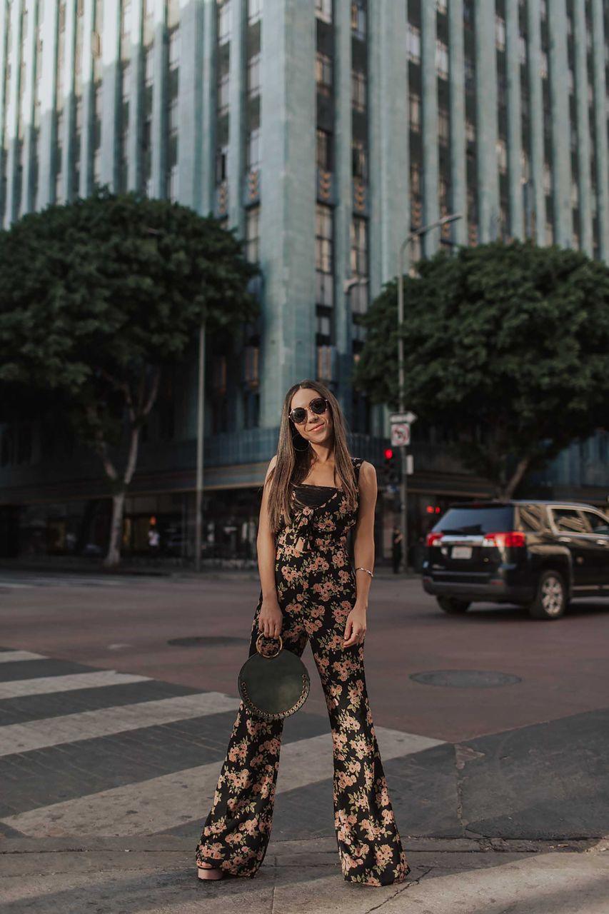 style blogger posing street style look in dtla