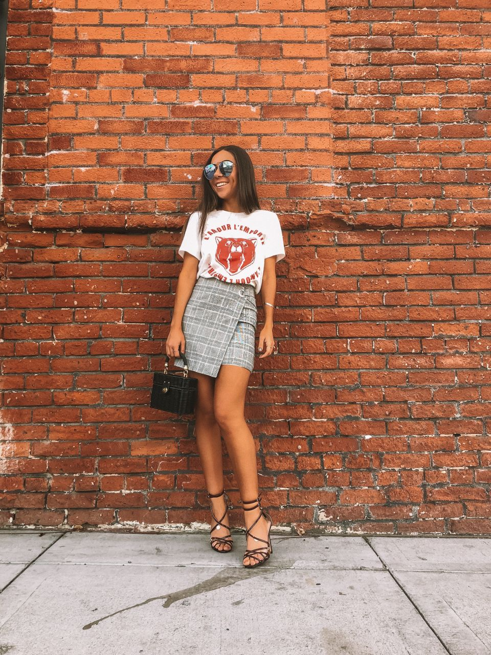 THE SECRET LIVES OF BLOGGERS: TIPS AND TRICKS FOR TINDER