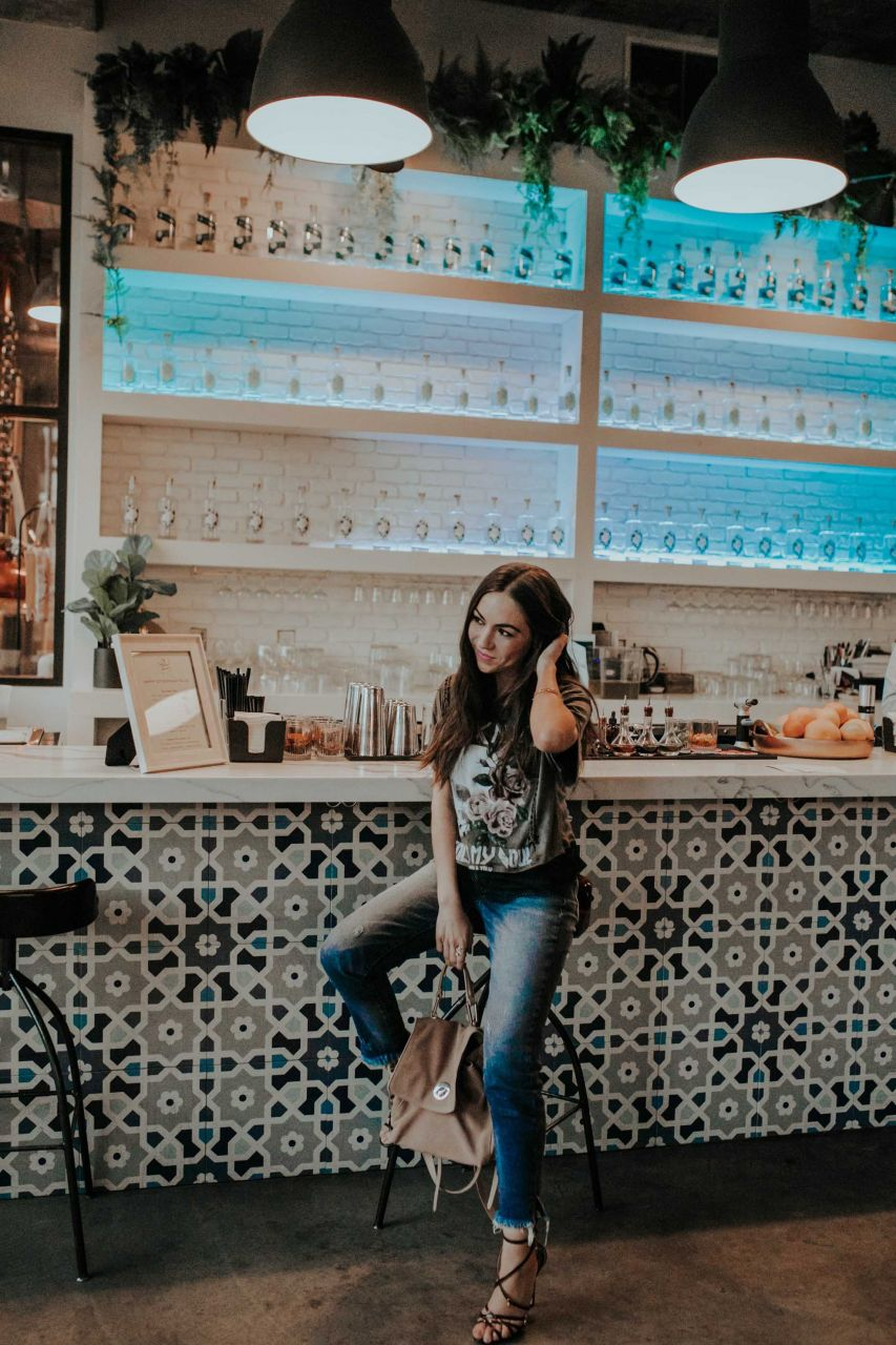 MY GO-TO OUTFIT EDGY VINTAGE GRAPHIC TEE, DISTRESSED DENIM, AND HIGH-HEELS