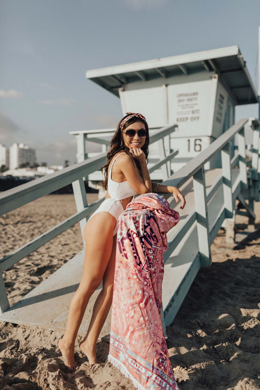 Nihan_Gorkem_river_island_white_knot_front_cutout_swimsuit_skova_pink_kilim_towel_santa_monica_lifeguard_tower.jpg