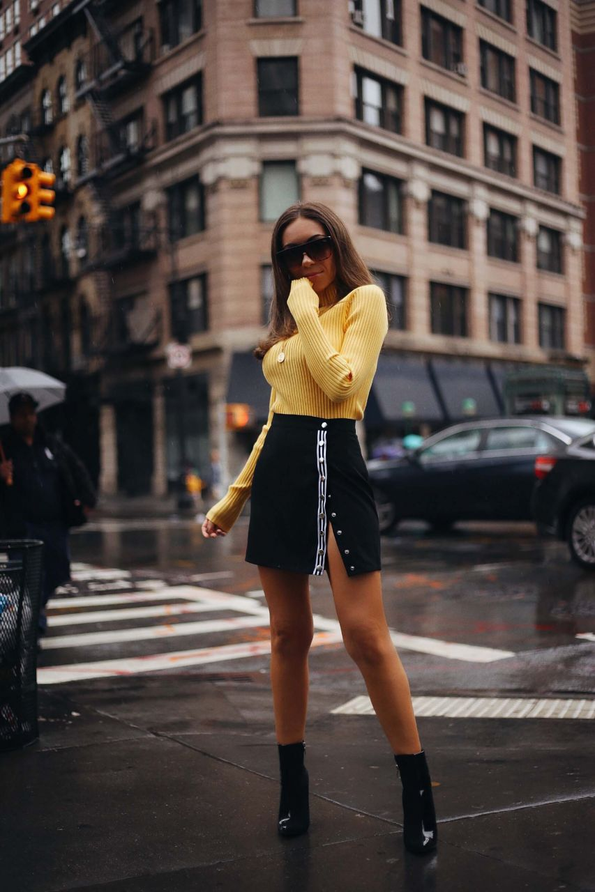 STYLE_WITH_NIHAN_WEARING_REVOLVE_LOVERS_AND_FRIENDS_YELLOW_SWEATER_IN_RAINY_NEW_YORK