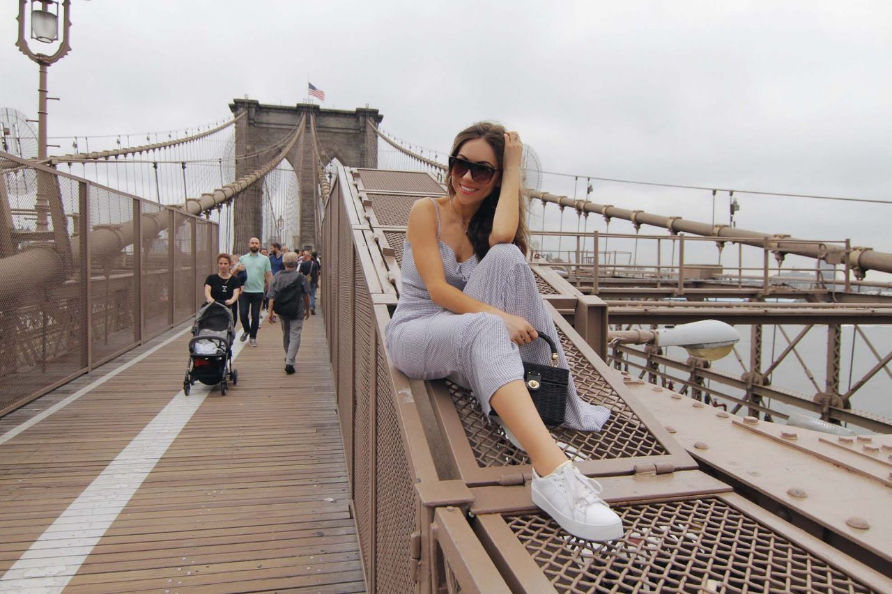 Style_blogger_wearing_Reformation_maxi_dress_quay_sunglasses_white_sneakers_Zara_bag_New_York_Brooklyn_Bridge