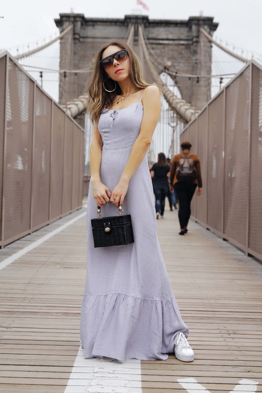 Styling_Maxi_dress_for_travelling_reformation_maxi_dress_New_York_Brooklyn_Bridge