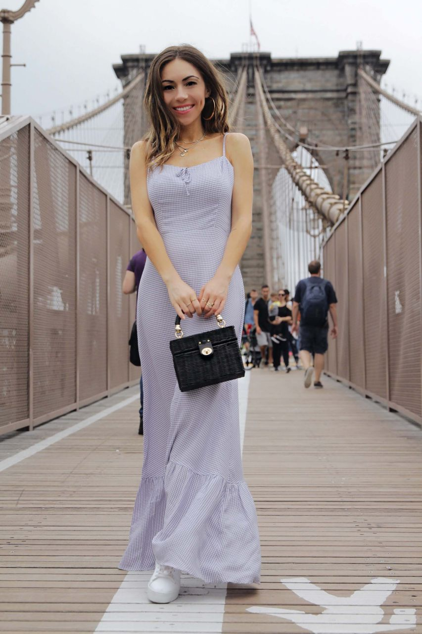 Why_maxi_dresses_are_goto_for_travelling_reformation_maxi_dress_New_York_Brooklyn_Bridge