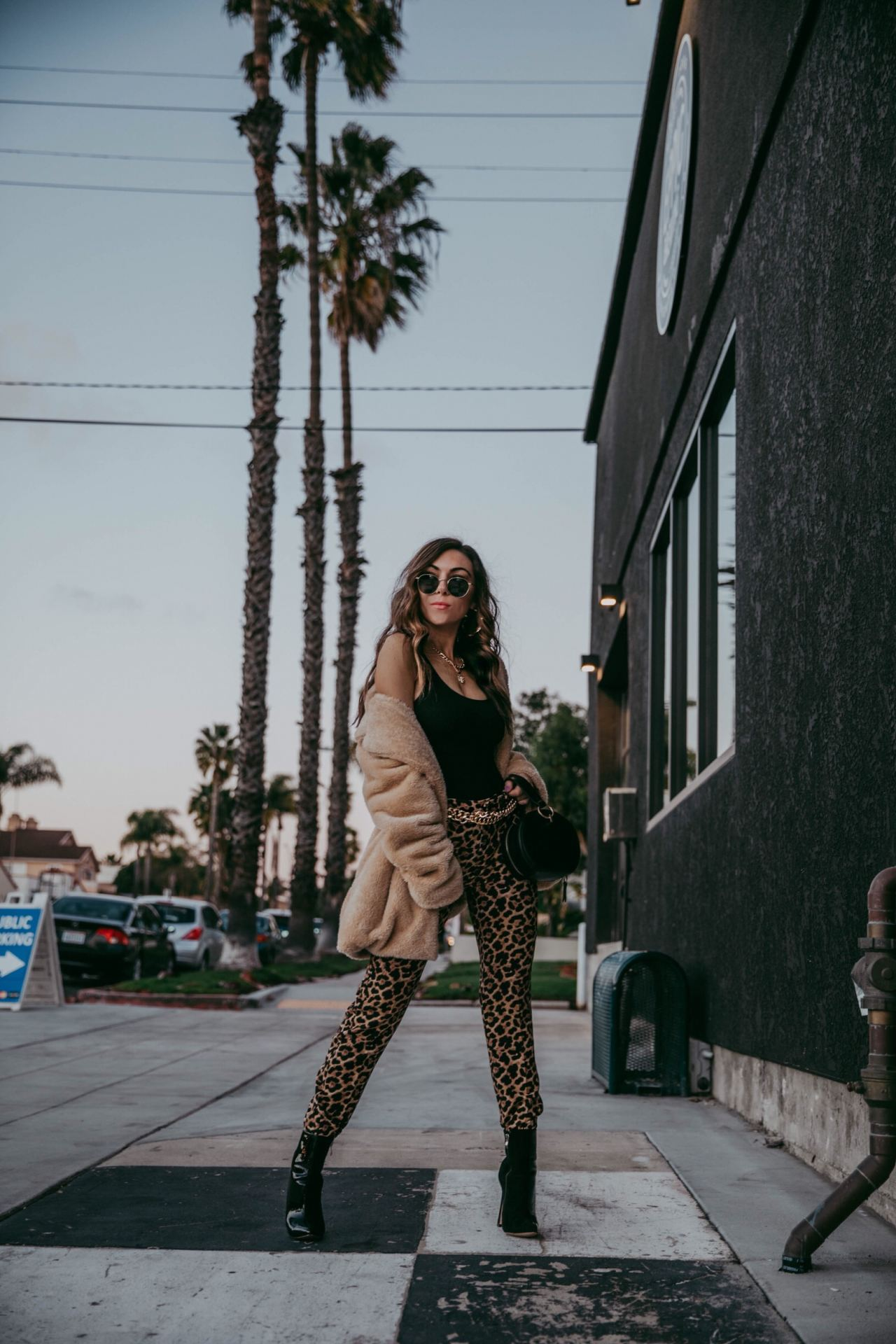 How_to_wear_leopard_print_pants_Raen_round_sunglasses_Fashion_Blogger_Nihan_Gorkem