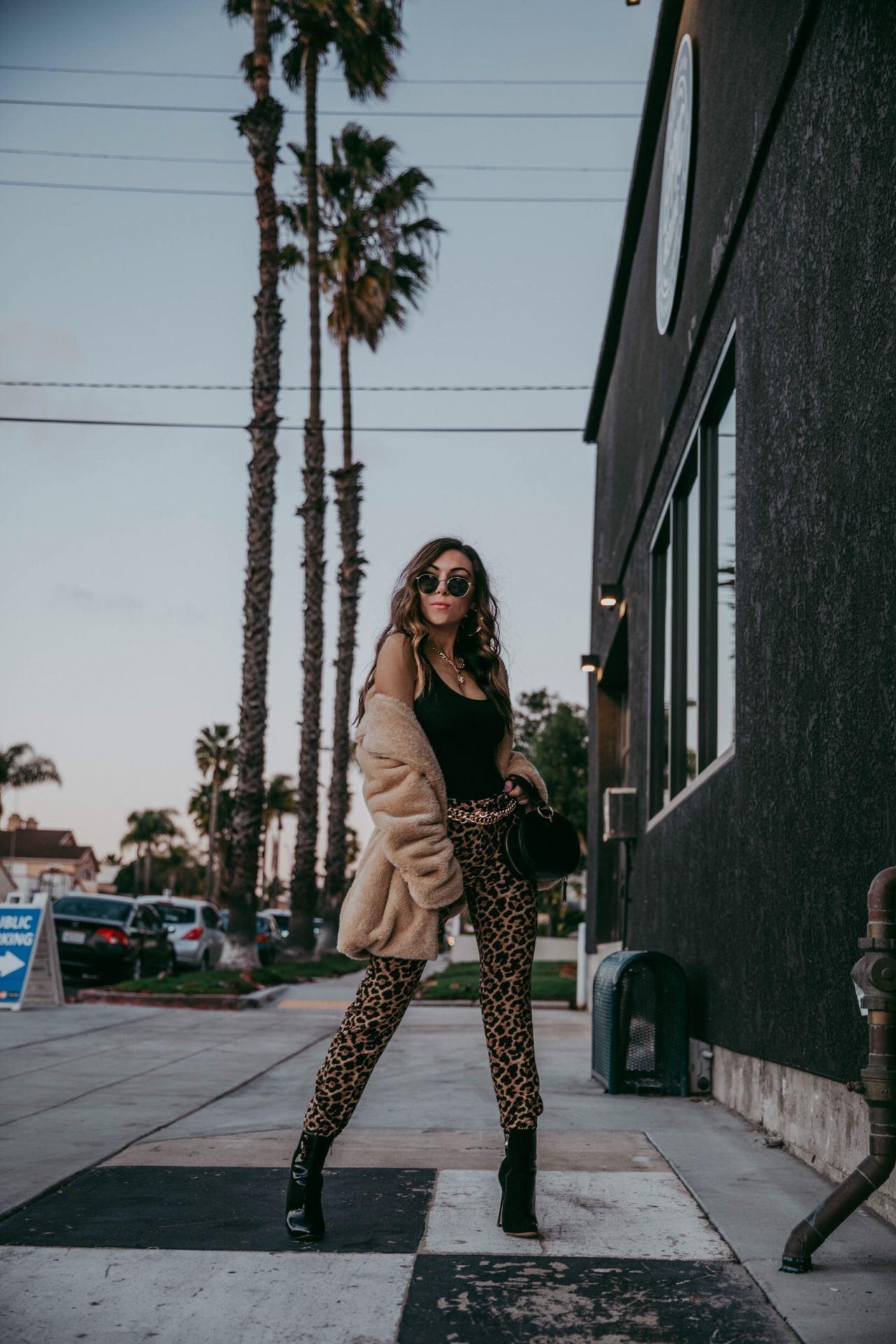 How_to_wear_leopard_print_pants_Raen_round_sunglasses_Fashion_Blogger_Nihan_Gorkem