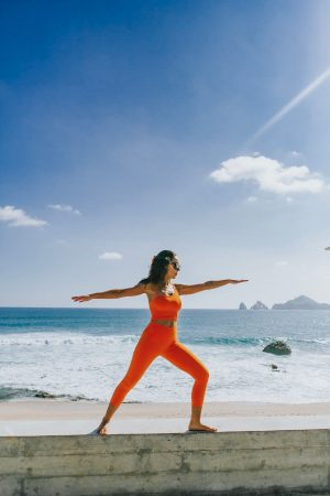 Alo-Yoga-Orange-Workout-Set-The-Cape-Thompson-Los-Cabos